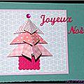 Du rose ... des <b>festons</b>, des pois, du vichy ... un sapin en origami ... une carte de Noël féminine !