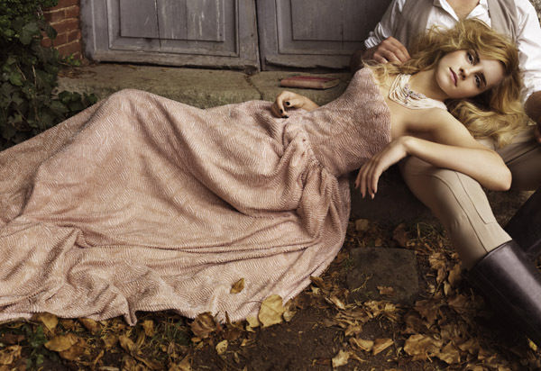 Emma_Watson_Photoshoot_042_Vogue_Italia_Mark_Seliger_2008_anichu90_16860232_600_412
