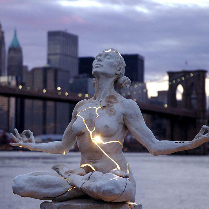 EXPLOSION Vera Aguiar (Escultura de Paige Bradley)