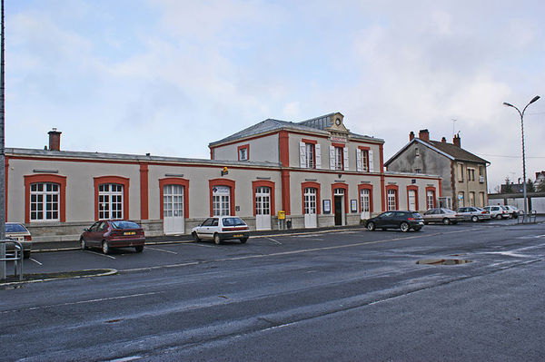 800px_Gare_Avranches_BV_place_2011