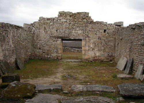 Anta e capela da Senhora do Monte
