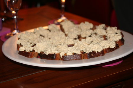 Toast_pain_d__pices_chantilly_de_foie_gras