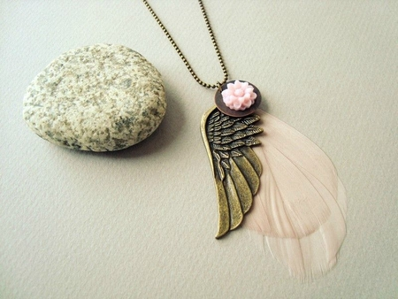collier-sautoir-a-plume-rose-pale-angel-1438414-29-9f8bc_big