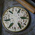 Tarte au poulet et sauge à la pâte au curcuma