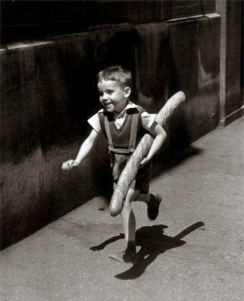 enfant-baguette-willy-ronis
