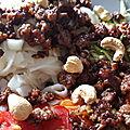 Une assiette complète d'inspiration asiatique à base de <b>boeuf</b> croustillant