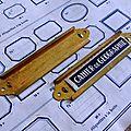 Anciens porte-<b>étiquettes</b> en laiton