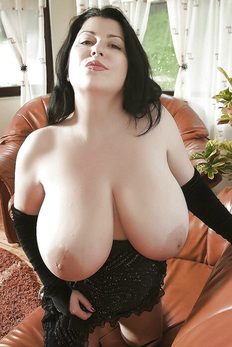 miss gros seins nue sous robe
