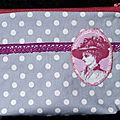 <b>Trousse</b> <b></b> <b>maquillage</b> fminine et vintage, avec appliqu faon came et dentelle