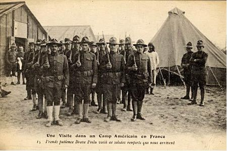 Visite_dans_un_camp_am_ricain_en_France