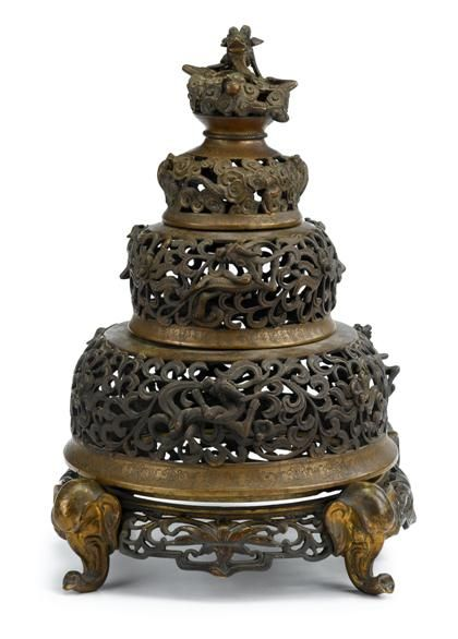 A fine example of the great skill of bronze art in the Ming dynasty.