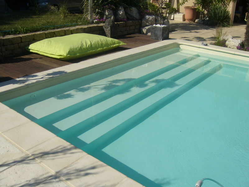 Dimensions de l 39 escalier piscines construction for Piscine bois 1m30