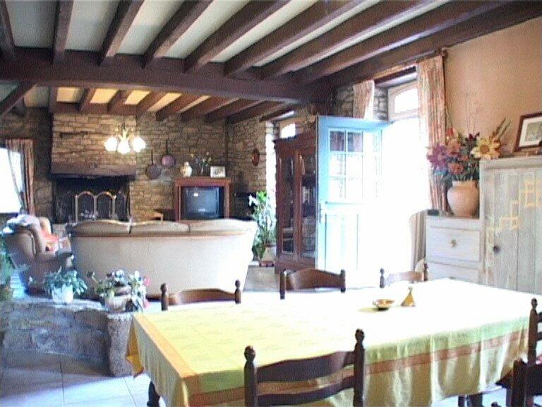 Particulier vend magnifique maison la salle manger for Salle a manger en pierre