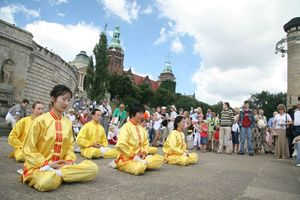 000549_Falun_Dafa_in_Szczecin,_Poland_-_August_2007