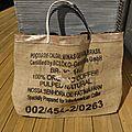 Cabas tote bag sac de plage réalisé avec un sac à cafés do Brasil réversible tissu WAX du <b>Sénégal</b> - UPCYCLING