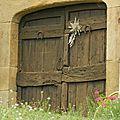 Une porte . . .