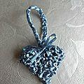 Coeur de <b>raphia</b> bleu