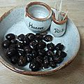Olives noires fendues en saumure