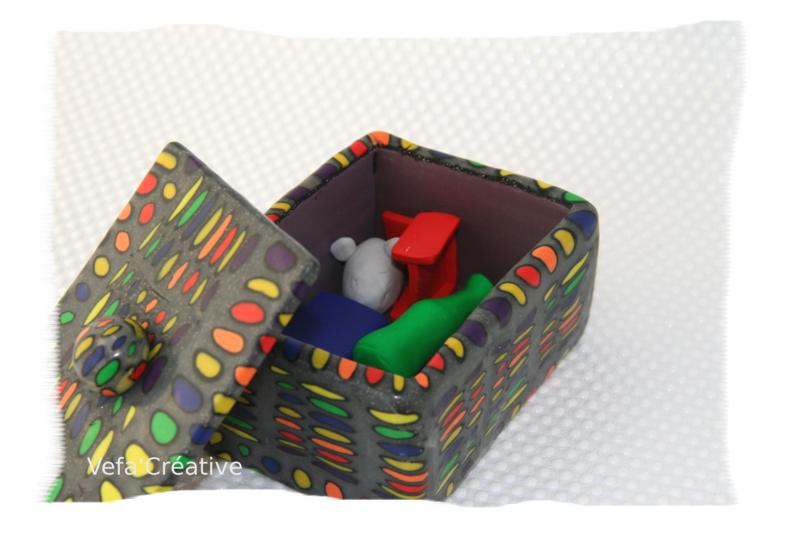 boîte artisanale, rectangulaire, de fabrication française - pois colorés