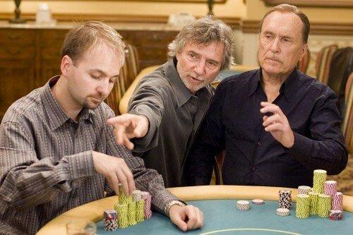 Le réalisateur CURTIS HANSON en compagnie du (vrai) champion de Poker, DANIEL NEGREANU, et de ROBERT DUVALL