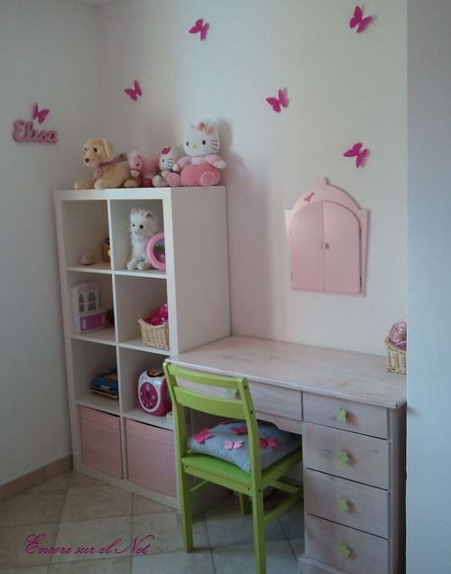 chambre hello kitty. Black Bedroom Furniture Sets. Home Design Ideas
