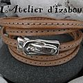 Quand le naturel revient au galop, on trouve ce <b>bracelet</b> manchette multitours <b>cuir</b> cousu naturel et fermoir boucle de ceinture
