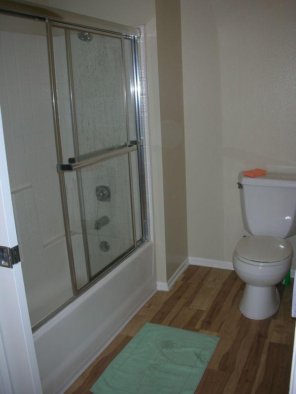 Lavabo dans placard une salle de bains cach e dans un for Placard salle de bain