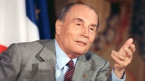 1246980-flash-back-francois-mitterrand-une-vie-en-images