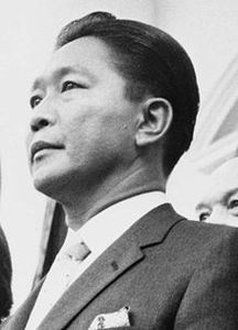 220px-Ferdinand_Marcos_at_the_White_House