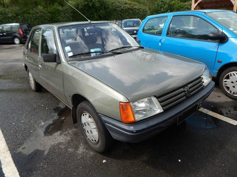 Peugeot205GRav1