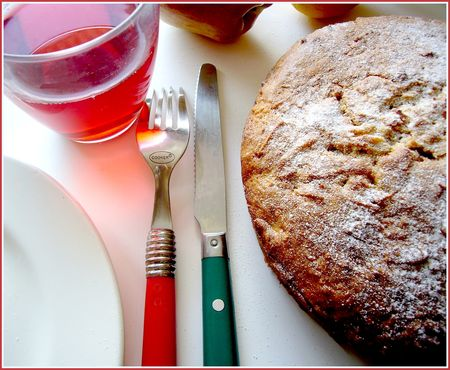 gateau_pomme_rapee_et_boisson_hibiscus
