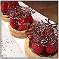 Tartelettes aux fraises crème chocolat fève <b>Tonka</b>