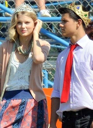 Taylor_Taylor_Lautner_The_Valentine_s_Day_taylor_swift_7386291_437_604