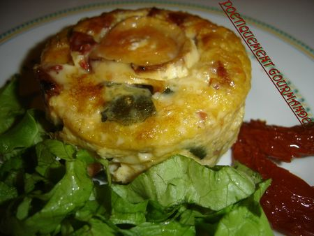 Minis clafoutis aux courgettes, tomates marines et fromage de chvre