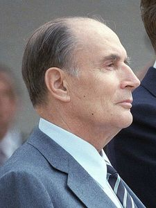450px-Reagan_Mitterrand_1984_(cropped)