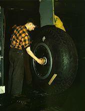 Pneu roue d'avion 1940
