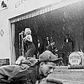 1954-02-17-korea-grenadier_palace-stage-020-2