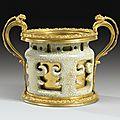 Vase en porcelaine de <b>Chine</b> céladon craquelé d'époque Kangxi à monture de bronze doré d'époque Louis XV, vers 1745-1749