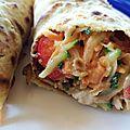 Comme un burrito: galette de pois chiche, râpée de légumes et reste de poulet.
