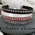 Une touche de rouge passion, pour ce <b>bracelet</b> de Saint Valentin daim rouge strass, <b>cuir</b> noir à billes, <b>cuir</b> gris anthracite text