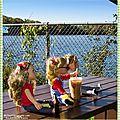 Un café glacé devant un <b>lac</b> - Ice coffee in front of a lake