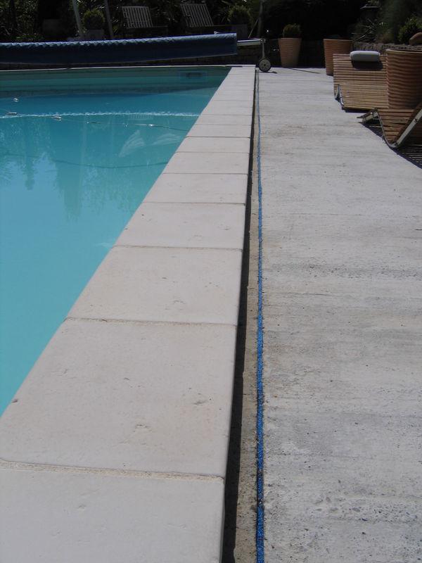 D solidariser ceinture b ton coque avec la dalle terrasse for Ceinture beton piscine coque