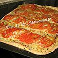 Pizza pâte mi-pain aux <b>oignons</b> et tomates et balade à Saint Malo