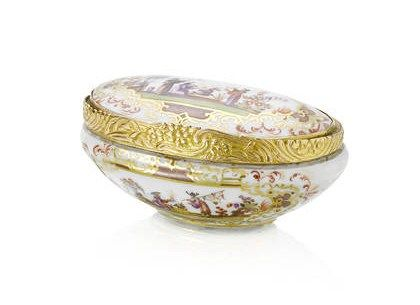 A_gilt_metal_mounted_oval_snuff_box__19th_century2