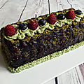 Bûche à la pistache & aux fruits rouges