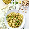 Spaghetti au pesto {pistaches, <b>basilic</b> & citron} #vegan