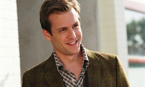 GABRIEL MACHT dans Because I Said So