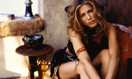 Jennifer Aniston va-t-elle charmer James Bond ?