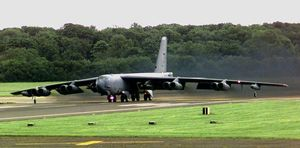 avion-b52-takeoff