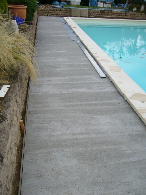 Dalle de piscine pas cher for Carreler piscine beton